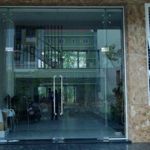 cửa kính